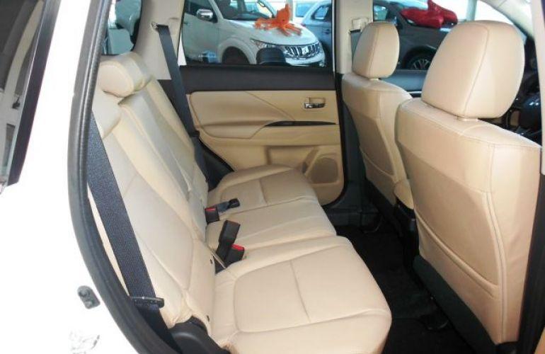 Mitsubishi Outlander HPE-S 3.0 AWD - Foto #9
