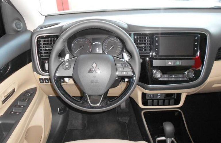 Mitsubishi Outlander HPE-S 3.0 AWD - Foto #10
