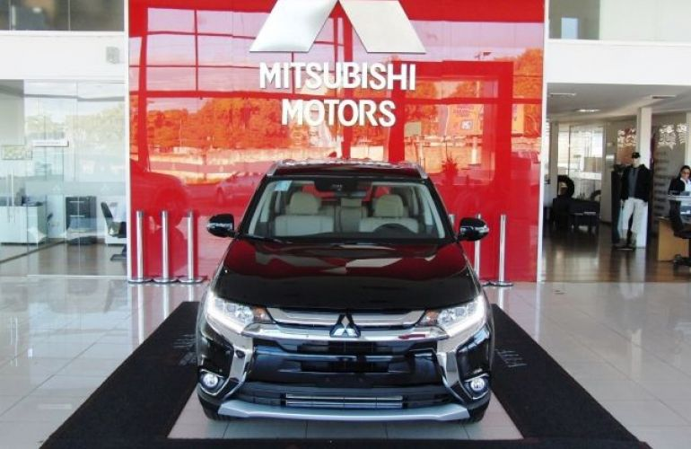 Mitsubishi Outlander HPE-S 2.2 DI-D AWD - Foto #3