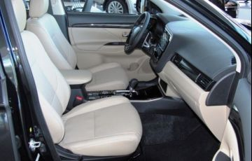 Mitsubishi Outlander HPE-S 2.2 DI-D AWD - Foto #5