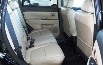 Mitsubishi Outlander HPE-S 2.2 DI-D AWD - Foto #8