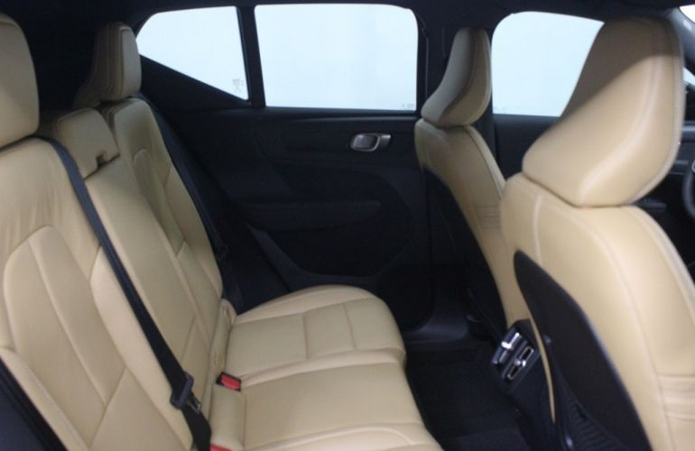 Volvo XC40 2.0 T5 Momentum AWD - Foto #6