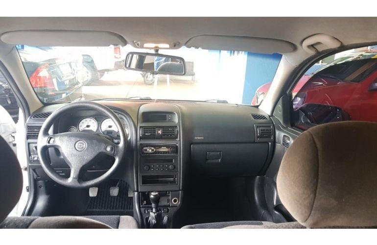 Chevrolet Astra Hatch Elegance 2.0 (Flex) - Foto #6