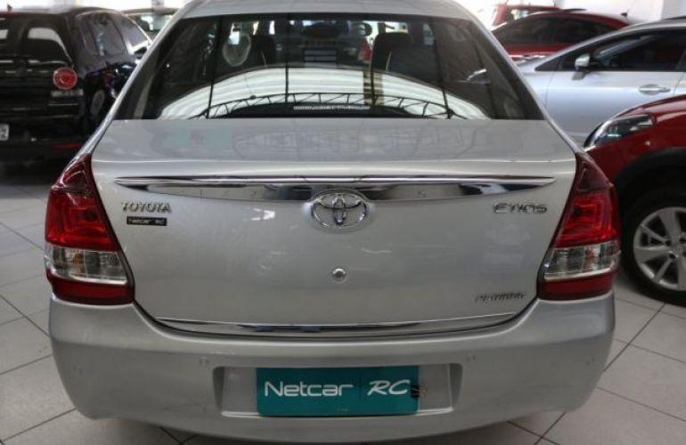 Toyota Etios Platinum 1.5 16V Flex - Foto #8