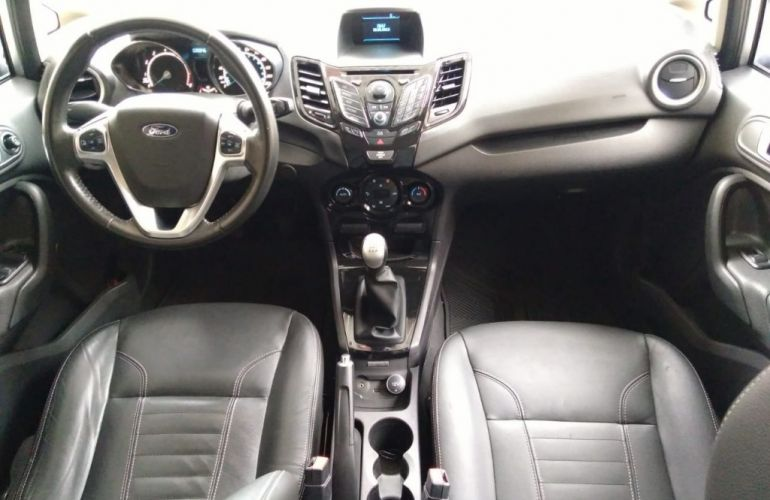 Fiat Siena Essence 1.6 16V (Flex) - Foto #7