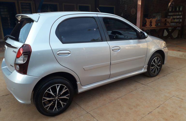 Toyota Etios Platinum 1.5 (Flex) (Aut) - Foto #2