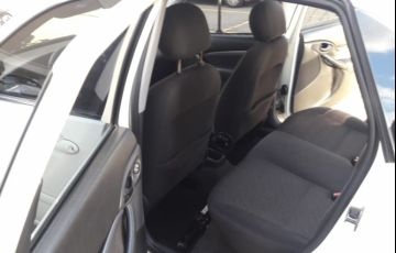 Ford Focus Sedan GLX 1.6 8V (Flex) - Foto #2