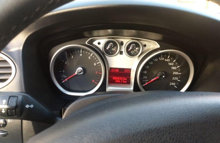 Ford Focus Hatch Titanium 2.0 16V - Foto #2