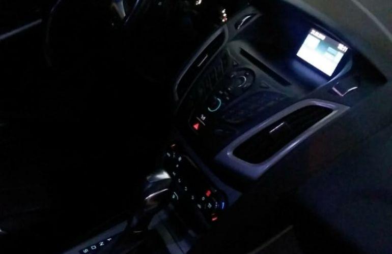 Ford Focus Hatch SE 2.0 16V PowerShift - Foto #3