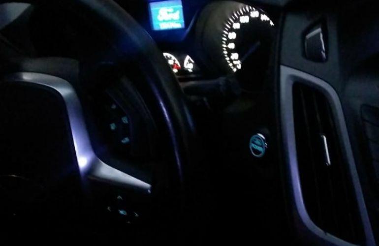 Ford Focus Hatch SE 2.0 16V PowerShift - Foto #7