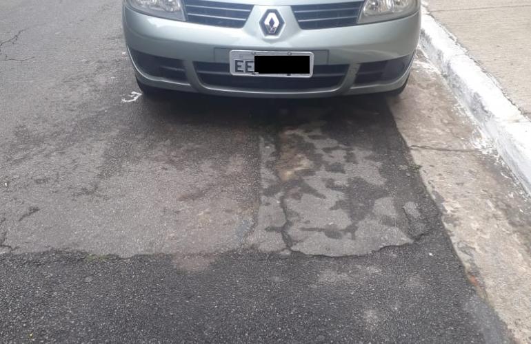 Renault Clio Sedan Expression 1.0 16V (flex) - Foto #2