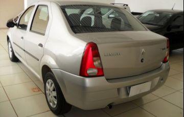 Renault Logan Authentique 1.0 16V Hi-Flex - Foto #8