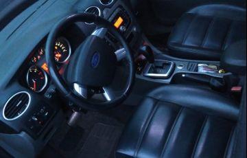 Ford Focus Hatch GLX 2.0 16V Duratec (Aut) - Foto #2