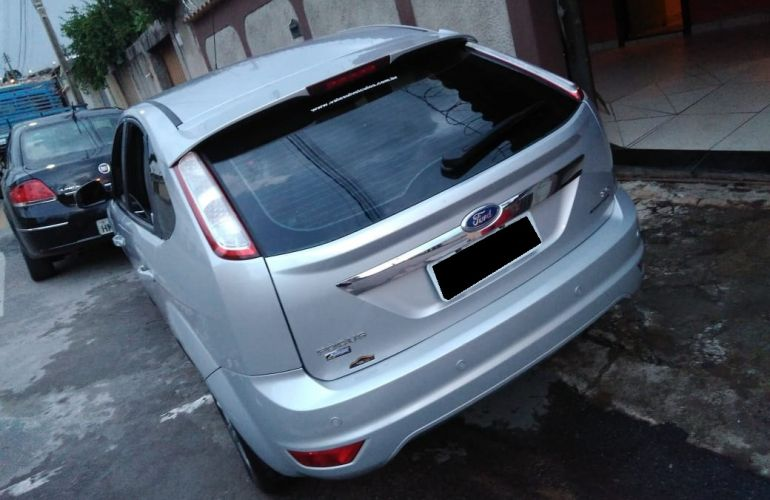 Ford Focus Hatch GLX 2.0 16V Duratec (Aut) - Foto #5