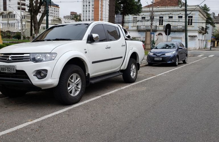 Mitsubishi L200 Triton 3.5 V6 HPE 4WD (Flex) (Aut) - Foto #9