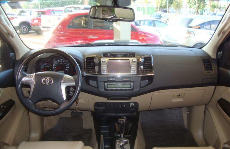 Toyota Hilux SW4 3.0 TDI 4x4 SR 5L - Foto #4