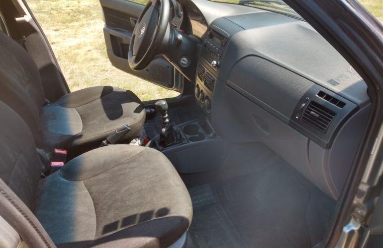 Fiat Siena Attractive 1.4 8V (Flex) - Foto #5