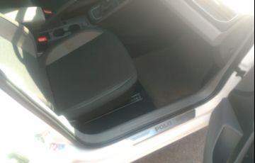 Volkswagen Polo 200 TSI Comfortline (Aut) - Foto #4