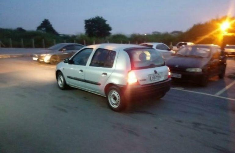 Renault Clio Hatch. RL 1.0 8V - Foto #4