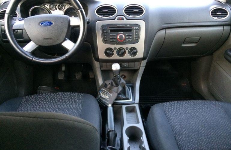 Ford Focus Hatch Ghia 2.0 16V (Flex) - Foto #5