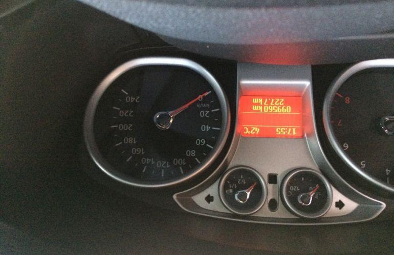 Ford Focus Hatch Ghia 2.0 16V (Flex) - Foto #6