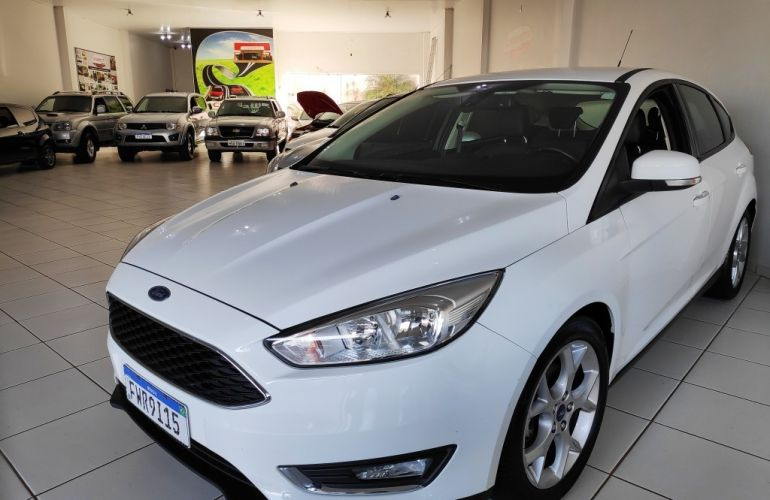 Ford Focus Hatch SE 2.0 PowerShift - Foto #1