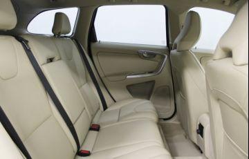Volvo XC60 2.0 T5 Drive-E Kinetic - Foto #6