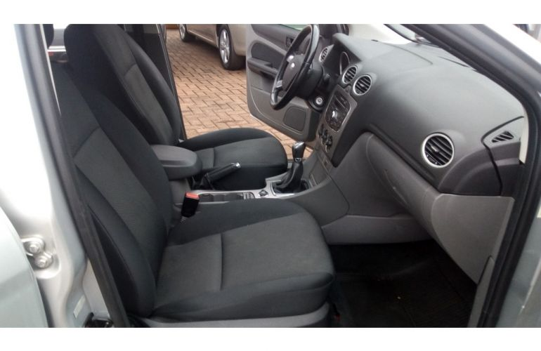 Ford Focus Hatch SE 1.6 16V TiVCT - Foto #10
