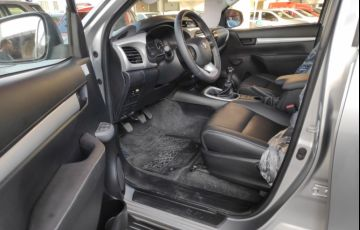 Toyota Hilux 2.8 TDI STD CD 4x4 - Foto #8