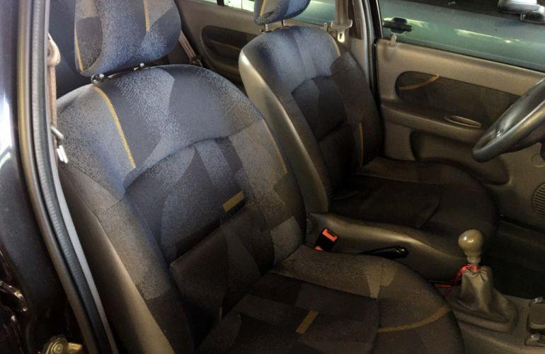 Renault Clio Sedan RN 1.0 16V - Foto #5