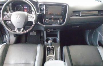 Mitsubishi Outlander DI-D 2.2 16V - Foto #4