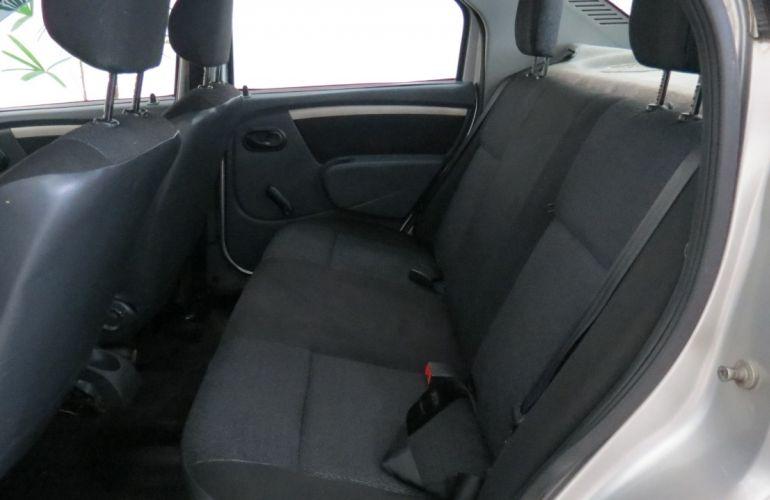 Renault Logan Expression 1.0 16V (Flex) - Foto #6