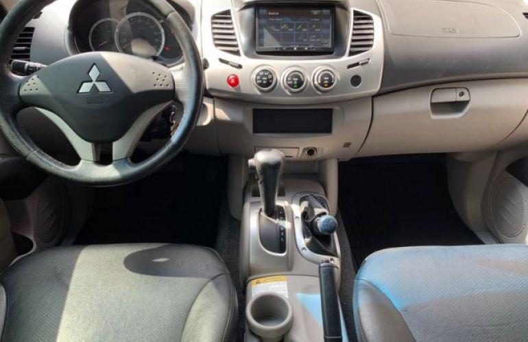 Mitsubishi L200 Triton HPE 4x4 Cabine Dupla 3.5 V6 24V Flex - Foto #4