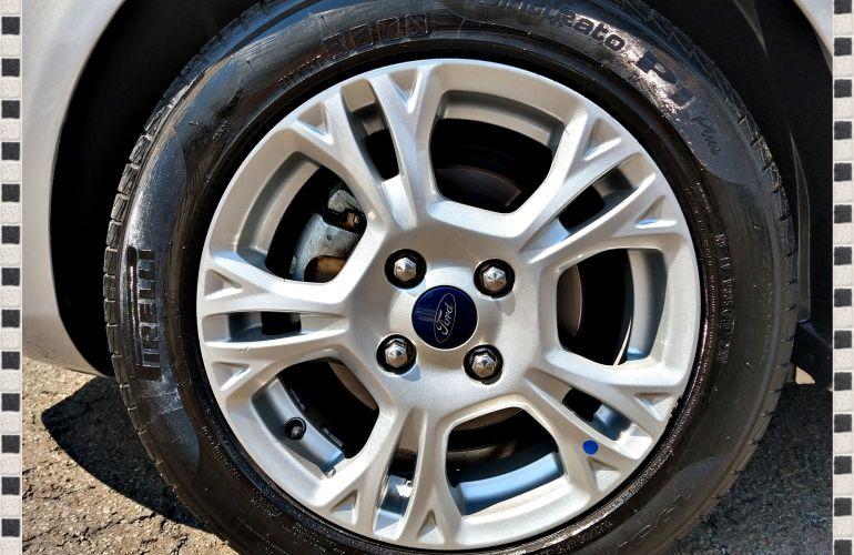 Ford New Fiesta SE 1.6 16V - Foto #9