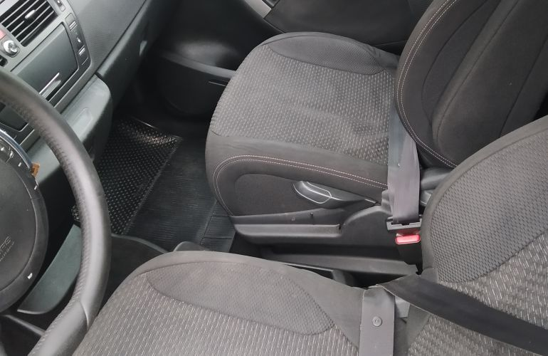 Citroën C4 Picasso 2.0 16v - Foto #8