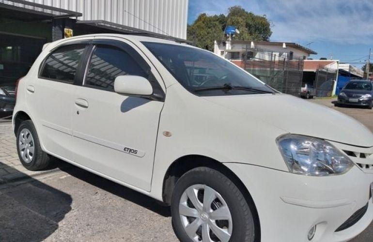 Toyota Etios XS 1.3 16V Flex - Foto #2