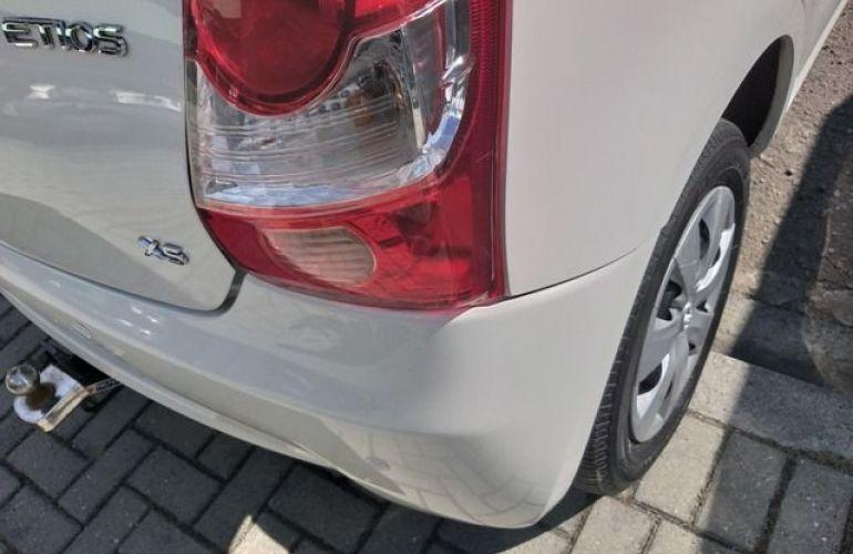 Toyota Etios XS 1.3 16V Flex - Foto #4