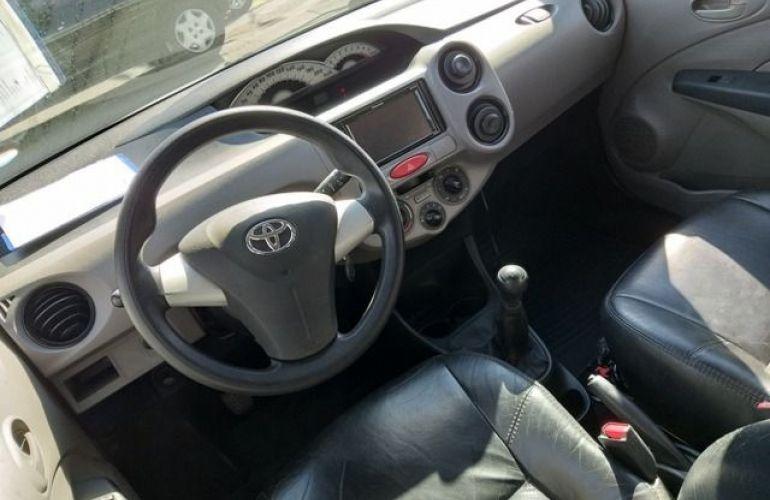 Toyota Etios XS 1.3 16V Flex - Foto #8