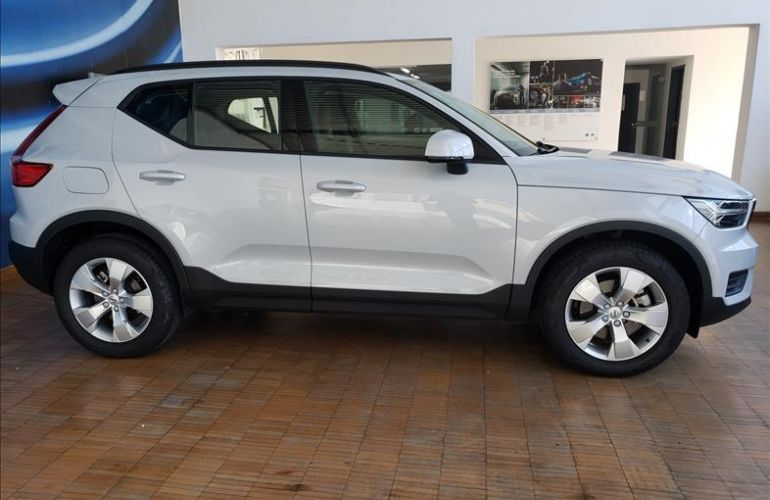 Volvo XC40 2.0 T4 Geartronic - Foto #4