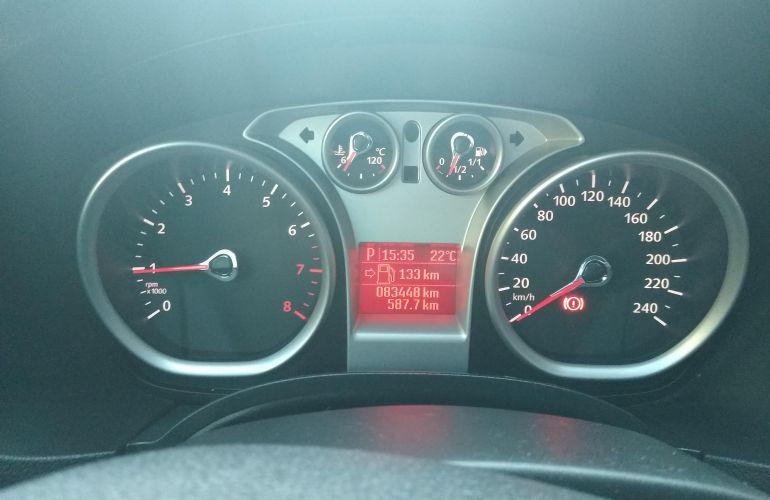 Ford Focus Hatch Ghia 2.0 16V (Flex) (Aut) - Foto #2