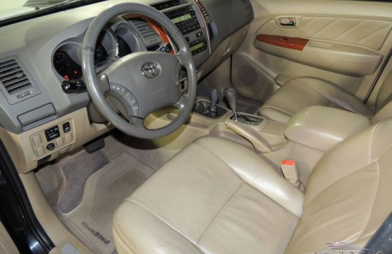 Toyota SW4 SRV 4X4 7 Lugares 3.0 Turbo Intercooler 16V - Foto #6
