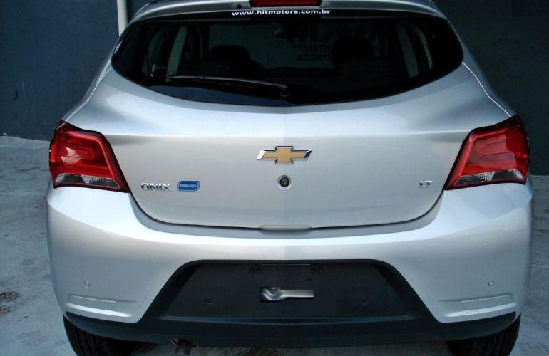 Chevrolet Onix 1.4 MPFi LT 8v - Foto #4