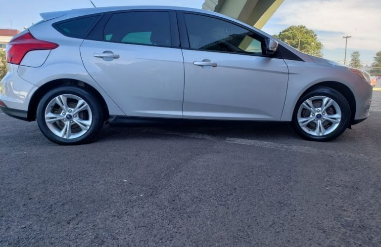 Ford Focus Hatch S 1.6 16V TiVCT - Foto #1