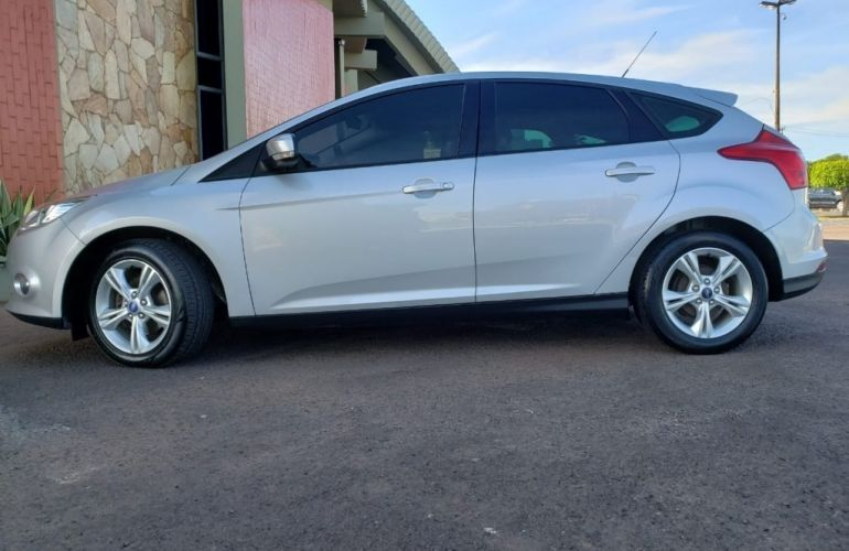 Ford Focus Hatch S 1.6 16V TiVCT - Foto #2