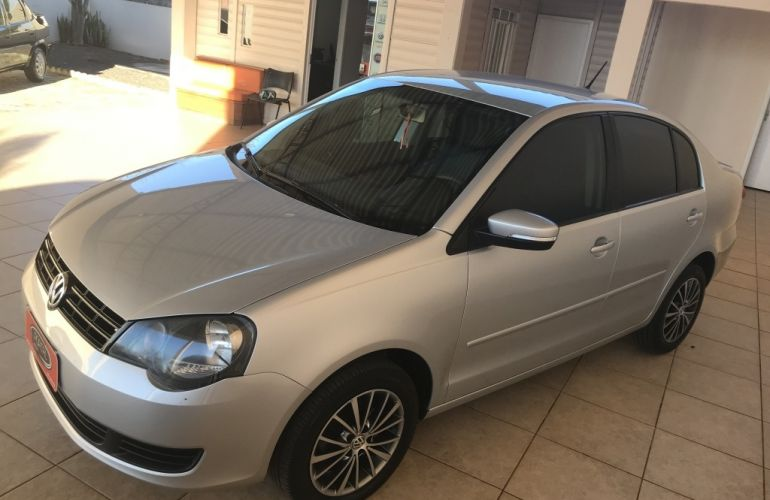 Volkswagen Polo Sedan 1.6 8V - Foto #3