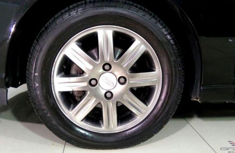 Ford Focus Ghia 2.0 16V - Foto #10