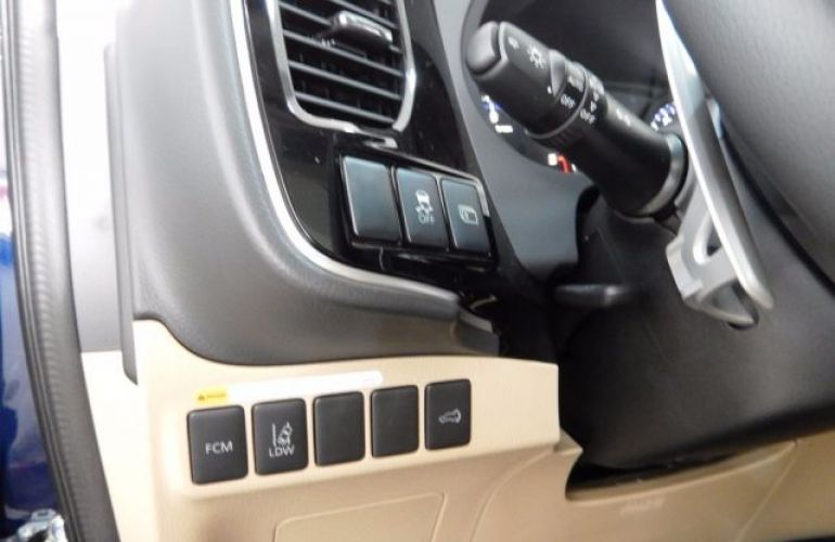 Mitsubishi Outlander DI-D 2.2 16V - Foto #10