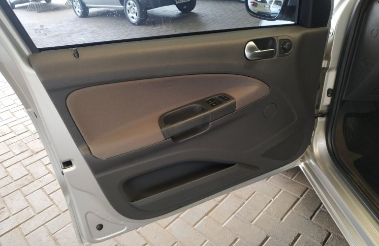 Volkswagen Voyage 1.6 MSI Comfortline (Flex) - Foto #10