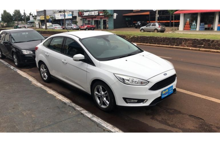 Ford Focus Sedan SE 2.0 16V PowerShift (Aut) - Foto #2