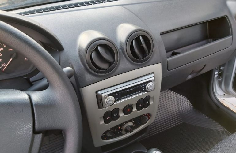 Renault Logan Expression 1.6 8V (Flex) - Foto #6